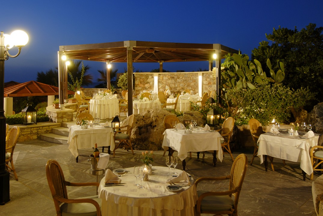 AQUILA-RITHYMNA-BEACH—A-LA-CARTE-RESTAURANT-ANCIENT-ELEFTHERNA