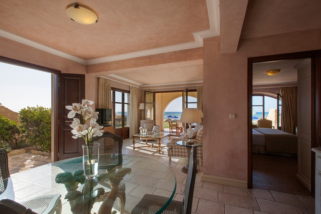 AQUILA-RITHYMNA-BEACH—DELUXE-2-BEDROOM-SUITE-WATERFRONT