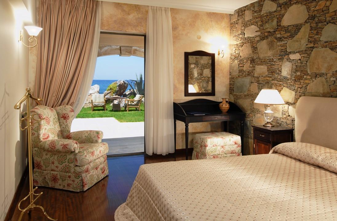 AQUILA-RITHYMNA-BEACH—DREAM-VILLA-BEDROOM