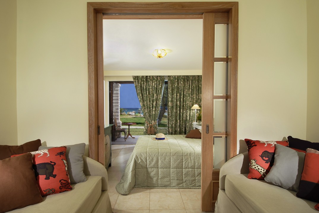 AQUILA-RITHYMNA-BEACH—-FAMILY-ROOMS-SEA-VIEW