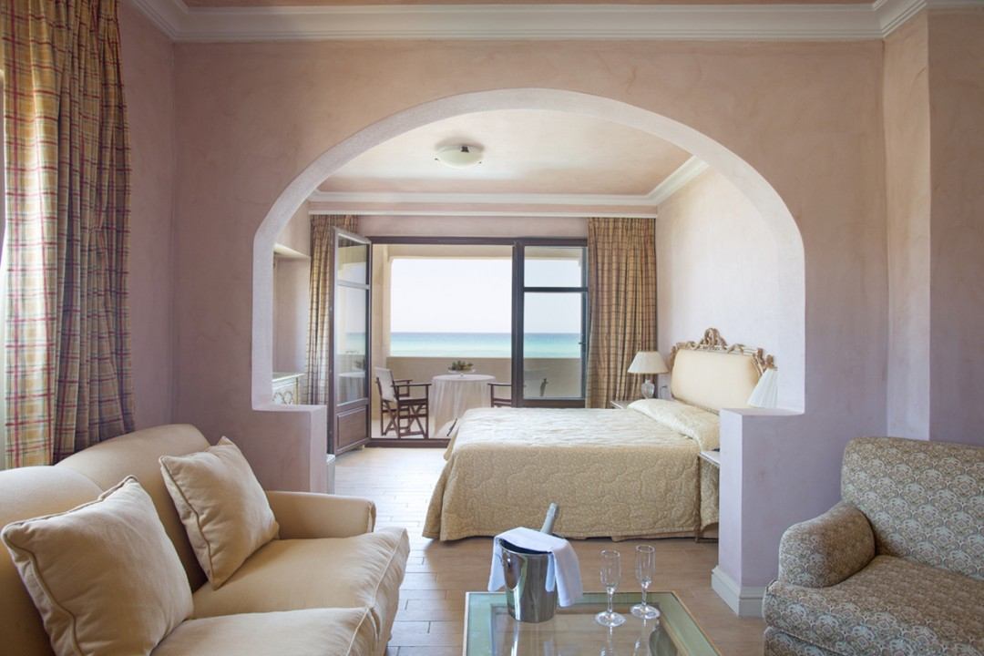 AQUILA-RITHYMNA-BEACH—DELUXE-1-BEDROOM-SUITE-SEA-VIEW-WATERFRONT